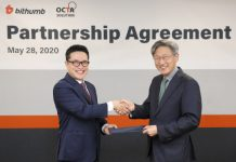 Han Seong-hee (left), a director of business management department of Bithumb Korea, and Park Min-seong, CEO of Octa Solution, signed an agreement for joint development of AML and FDS solutions at Bithumb Korea's headquarter on May 28th. (Source=Bithumb Korea)